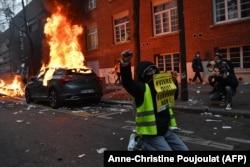 """Протесты """"жёлтых жителов"""" в Париже, декабрь 2020 года"""