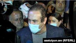 ԲՀԿ առաջնորդ Գագիկ Ծառուկյանը զրուցում է լրագրողների հետ, Երևան, 22-ը հոկտեմբերի, 2020թ.