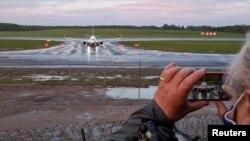 Explicațiile autorităților din Belarus nu corespund situației de la bordul aeronavei în care se afla Roman Protasevici.