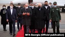 Замглавы МИД Грузии Александр Хвтисиашвили и глава МИД Ирана Мохаммад Джавад Зариф (в центре)