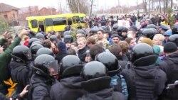 Під Межигір'ям міліція заблокувала активістів