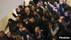 Armenia - Angry protesters break into the prime minister's office, Yerevan, November 10, 2020.