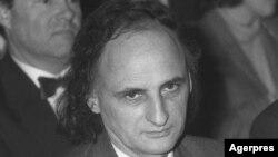 Poetul Grigore Vieru (1935-2009) la spectacolul Reculegere sub semnul lui Eminescu, Ateneul Român, București 1990.