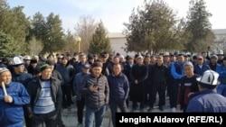 Протест жителей приграничных сёл в Кыргызстане. Люди потребовали решить спорные вопросы на границе.