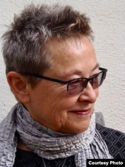 ედრიენ მეიორი