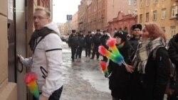 """""""ЛГБТ-спецназ"""" штурмует отдел полиции"""
