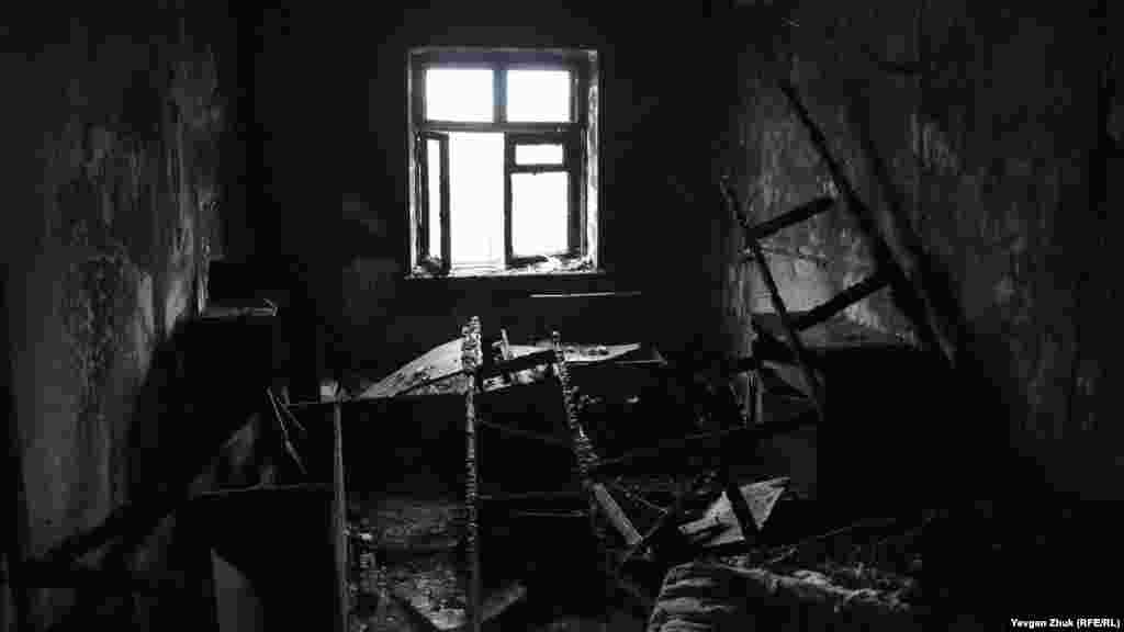 Эта квартира выгорела дотла, пожары в заброшенных домах случаются регулярно