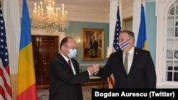 Ministrul român de externe Bogdan Aurescu și secretarul de stat american Mike Pompeo, Washington, 19 octombrie 2020.