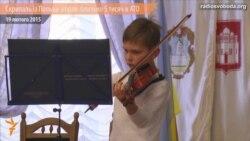 10-річний скрипаль із Польщі дав концерт для збору коштів добровольцеві АТО