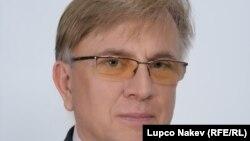 Проф. д-р Миколај Кузиновски