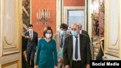 Președinta Maia Sandu și ministrul de externe francez, Jean-Yves Le Drian, Paris, 3 februarie 2021