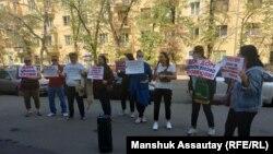Акция с призывом не лишать должников по кредитам единственного жилья. Алматы, 21 сентября 2021 года