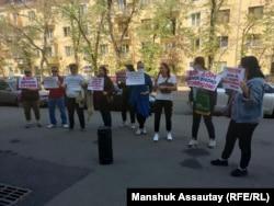 Ипотечники проводят пикет. Алматы, 21 сентября 2021 года