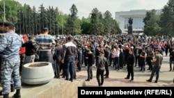 Акция перед Домом правительства в Бишкеке.