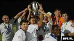 """""""Дордой"""" командасы 2006-2007-жылдарда Азия футбол конфедерациясынын президентинин кубогун эки жолу утуп, баш байгенин ээси болгон."""