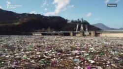 Deponija smeća u Potpećkom jezeru u Srbiji