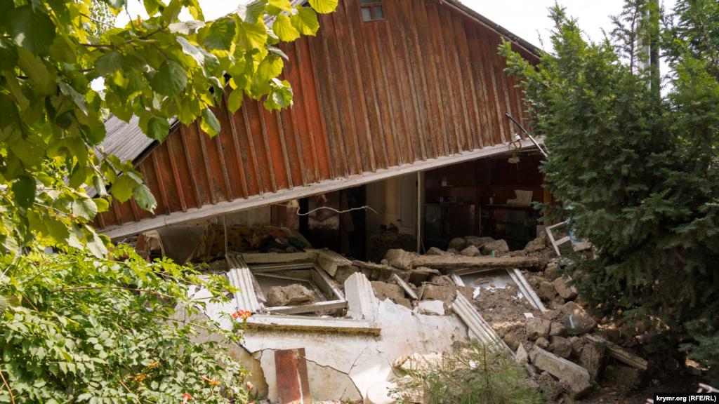 Этот дом на улице Заречной восстановлению не подлежит, утверждает его хозяйка