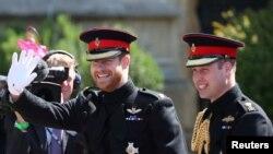 Принц Хари пристига заедно с брат си принц Уилям за сватбата си за Меган Маркъл през 2018 г.