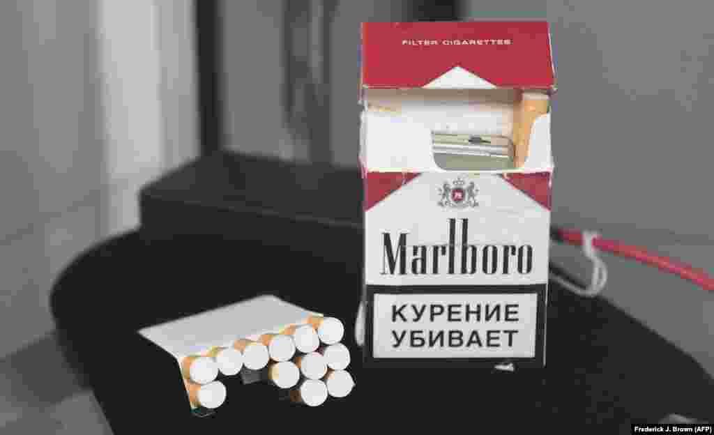 """Кутија цигари од руската Федерална служба за безбедност (ФСБ) содржи скриена камера. Ова """"е прв и најсеопфатен настан на аукција во светот што нуди некои од најретките и најважните артефакти од САД, Советскиот Сојуз и Куба за време на ерата на Студената војна што некогаш биле собрани и понудени на аукција"""", соопшти аукциската куќа на својата веб-страница."""