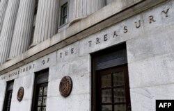 Mnogi su zainteresovani za kupovinu obveznica SAD-a jer je pouzdani dužnik (na fotografiji ulaz u američki državni trezor)