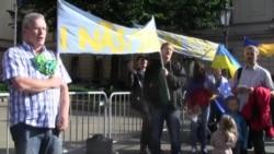 У Празі пройшла акція «За вашу і нашу свободу» біля посольства Росії у Чехії