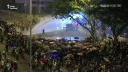 Вадамёты і сьлезацечны газ: чарговая ноч сутычак у Ганконгу. ВІДЭА