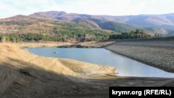 Большая Ялта на пороге водного кризиса: Счастливенское водохранилище на исходе (фотогалерея)
