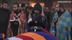 Світ у відео: У Єревані поховали військових, загиблих у Карабаху