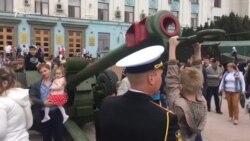 Сімферополь 9 травня: військовий парад і роздавання гречки