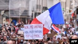 Proteste anti-vaccin la Paris, 2021