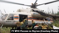 Отряд МЧС на пожарах в Якутии
