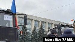 Fermierii reiau protestele în fața Guvernului