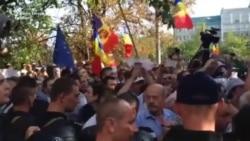 Ciocniri între protestatari și poliție la Chișinău