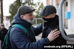 Ігар Банцэр з музыкам Алесем Дзянісавым
