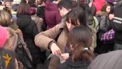 21.01.2015 Редици за театарски билети во Белград, протест во Киргистан