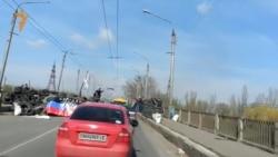 БМД під російськими прапорами заїжджають у Слов'янськ