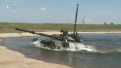 Rusiya tankları suyun altına girdi