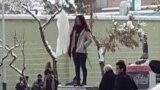 Иранда хижабын чечкендер кармалды