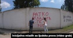 Aksion për fshirjen e një grafiti kushtuar Mlladiqit në Bor