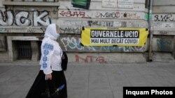 Câteva sute de persoane au participat la un protest organizat pentru a cere ridicarea obligativitatii purtarii mastii, in Bucuresti, sambata 10 octombrie 2020. Inquam Photos / George Calin