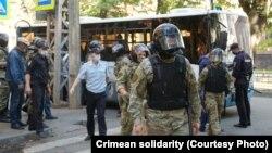 Задержания людей у здания российской ФСБ в Симферополе, 4 сентября 2021 года