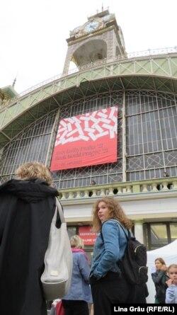 Rând la intrarea la Târgul de Carte și Festivalul Literar de la Praga