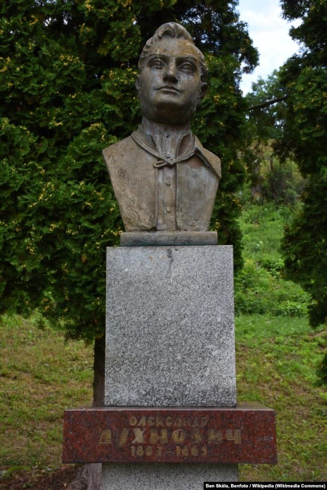 Пам'ятник Олександру Духновичу на його батьківщині. Село Тополя на Пряшівщині, Словаччина