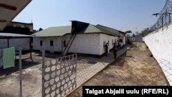 Жалал-Абад шаарындагы №53 тергөө изоляторунун имараты.