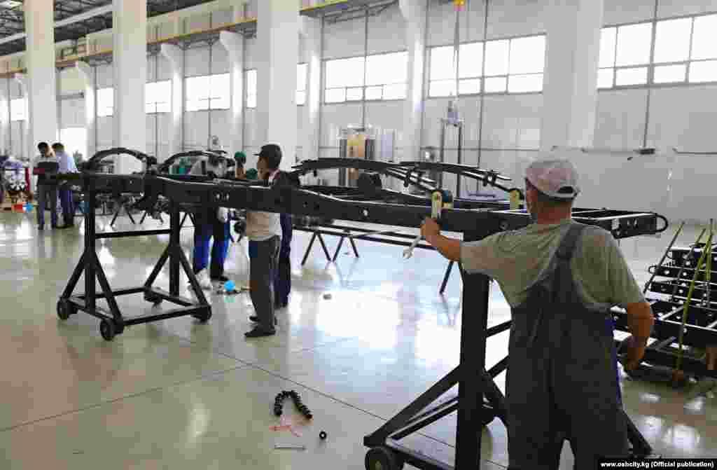 Кытайдын DongfengMotor Corporationмашина куруу компаниясы 1969-жылы негизделген. Кытайдагы эң ири машина куруучу компаниялардын бири болуп саналат.