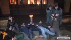 Փաստաբանները պահանջում են պատժել իրենց աշխատանքը խոչընդոտած ոստիկաններին