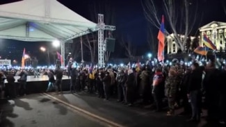 Armenian PM Proposes Snap Elections Amid Rival Political Rallies (CLEAN)