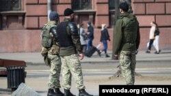 Спецназ на улицах Минска в преддверии анонсированной акции протеста, 27 марта 2021 года.