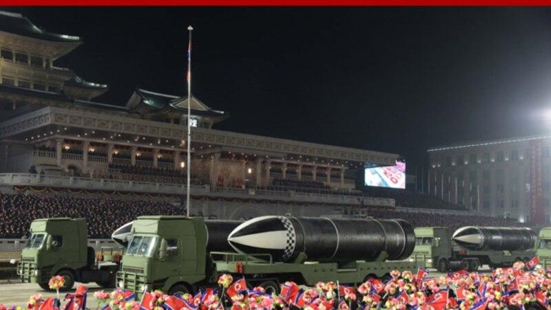 Кореяи Шимолӣ дар паради низомӣ мушакҳои навро намоиш дод