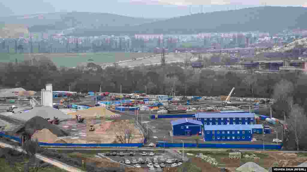 Для будівництва останнього, севастопольського етапу траси «Таврида», поруч розгорнуте будівельне містечко